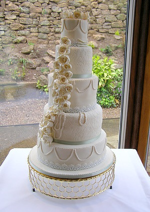 5 tier white and gold 5 tier wedding cake