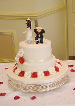 Ball and Chain Wedding Cake