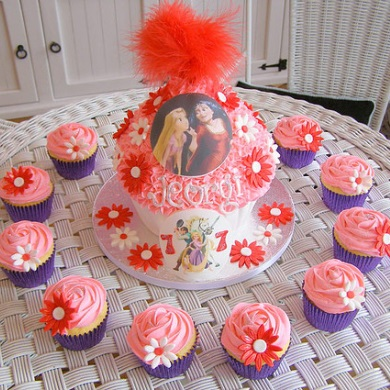 Tangled Giant Cup Cake
