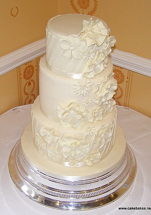 White Flowers Wedding cake